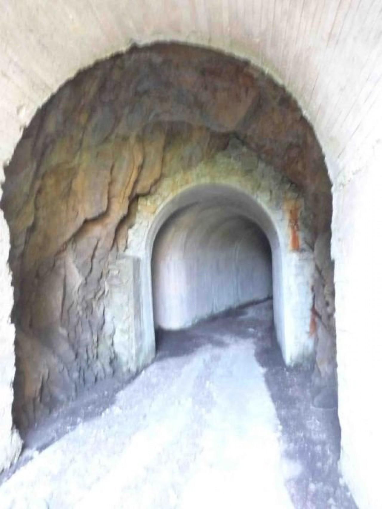 Entrada de uno de los túneles de los proyectores