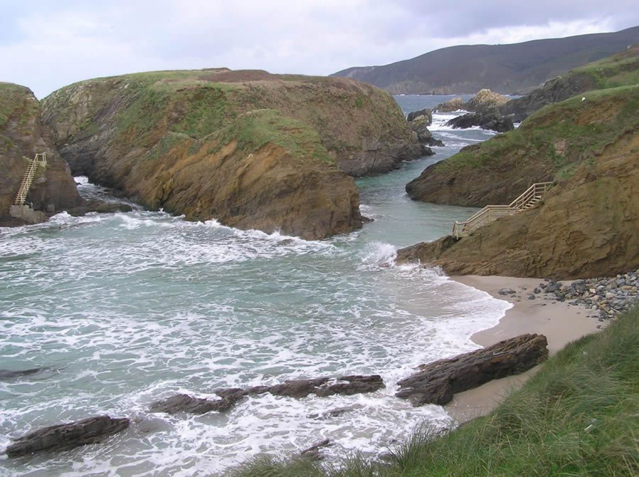 Acceso á ermida cortado pola marea alta